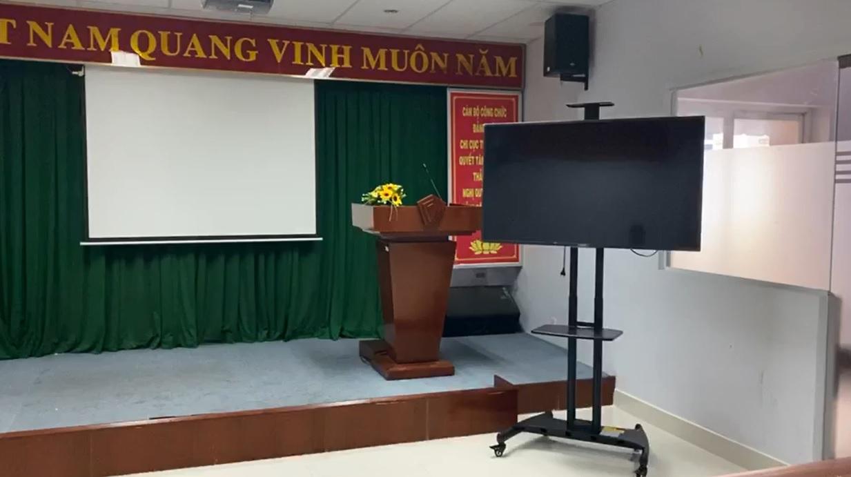 lap cot tivi di dong ava1500 4 - Dịch Vụ Lắp Giá Treo TiVi Giá Rẻ Uy Tín Tại Quận Hoàng Mai – Hà Nội